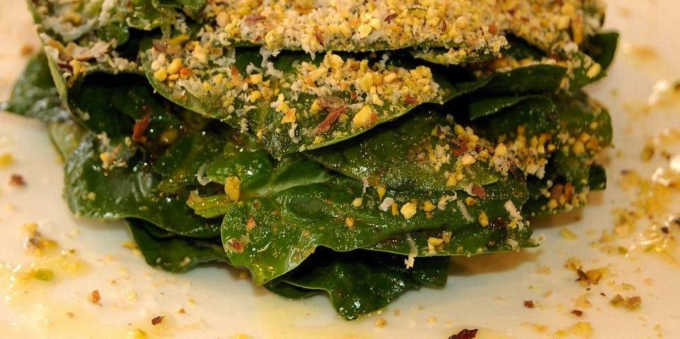 RECETA del Plato Ensalada de Espinacas con queso Parmesano y Pistachos